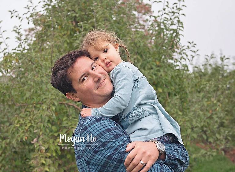 dad and daughter hugging in blue shirts in southern nh session